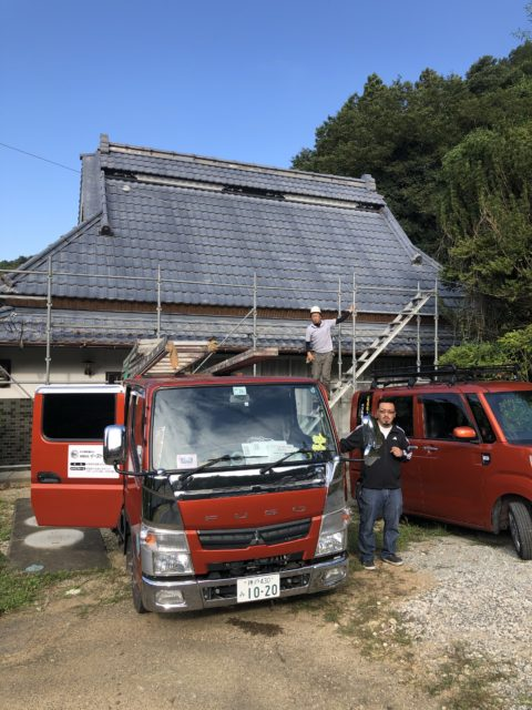 茅葺きトタン屋根の塗装