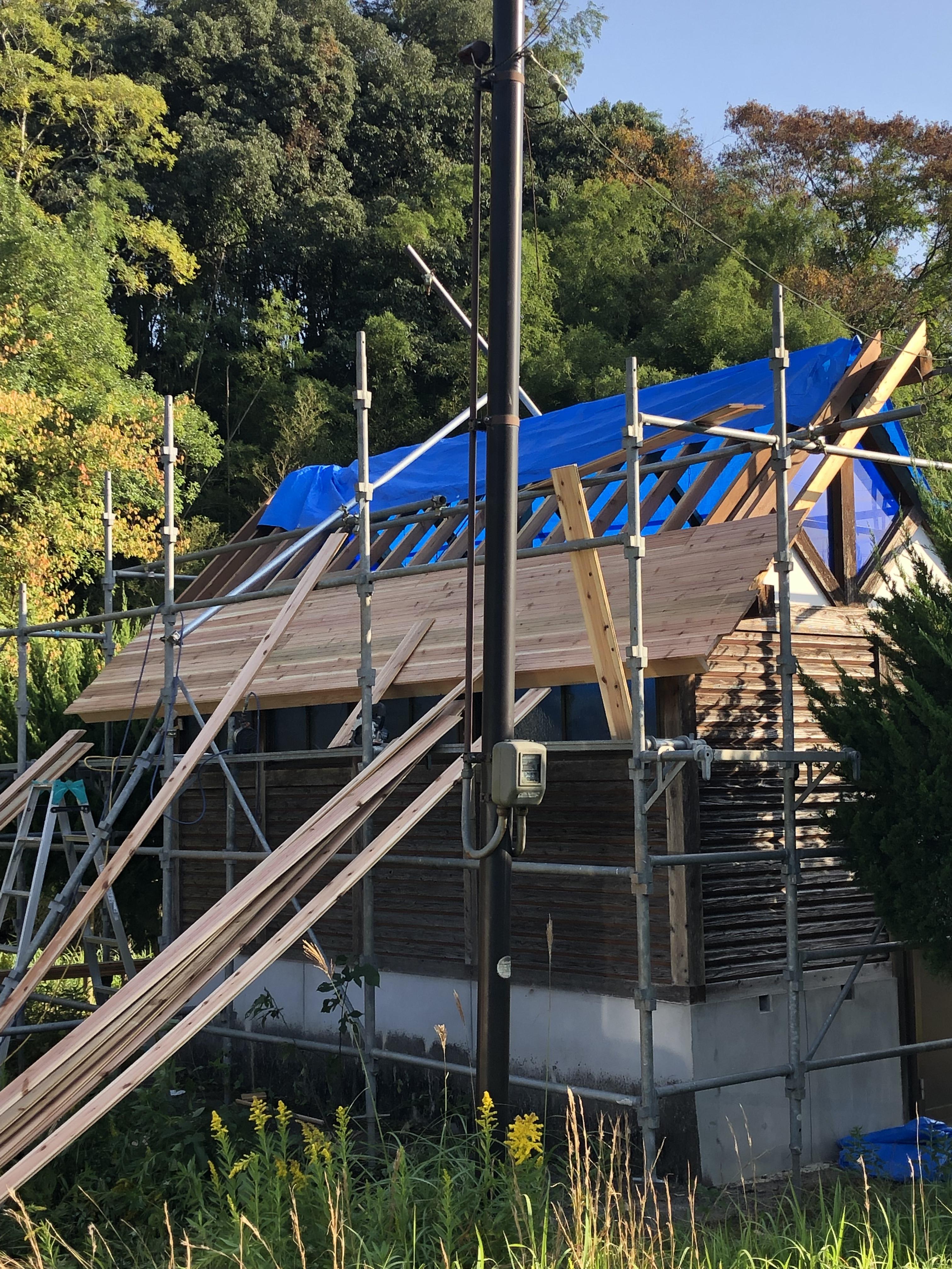 公衆トイレの屋根工事
